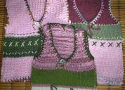 Chalecos tejidos de lana en dos agujas y crochet