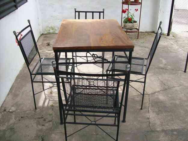 Muebles de jardin en hierro forjado 1 mesa y 4 sillas la for Mesas de hierro forjado y madera