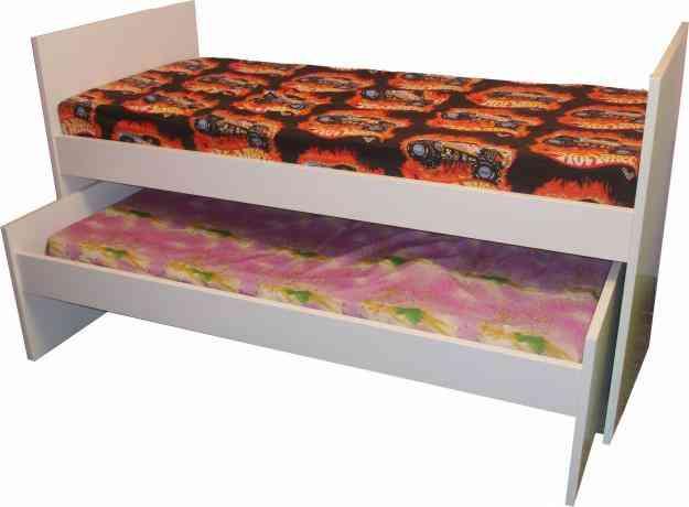 Muebles juveniles camas cunas mesas sillas for Muebles escritorios juveniles