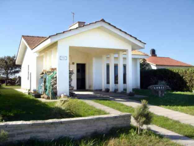 Casa frente al mar en Chapadmalal. Sobre 2 lotes de 450m² c/u. A Minutos de Miramar