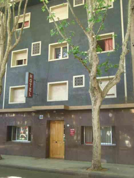 Alquilo habitaciones en hotel familiar con ba o privado for Hotel familiar en capital