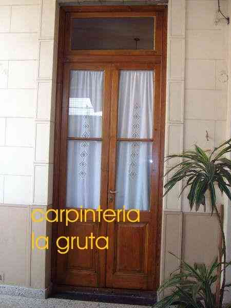 Restauracion de puertas y portones de madera merlo for Puertas y portones de madera