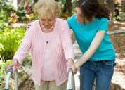 Agencia seria busca cuidadoras de ancianos