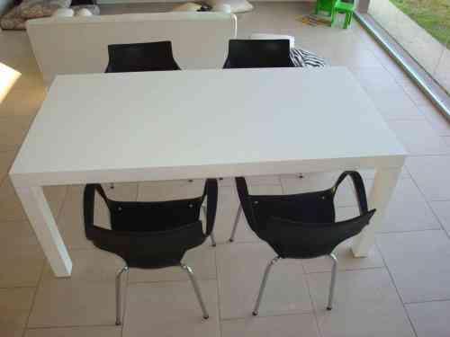 Mesa laqueada con 4 sillas tigre doplim 91839 - Mesa comedor minimalista ...