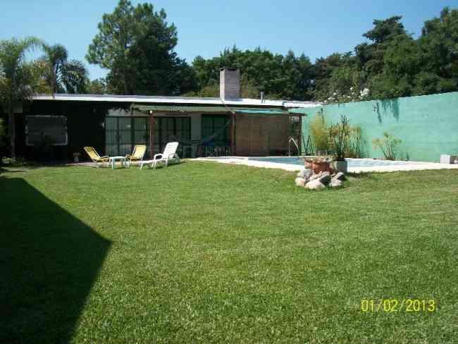 Casa para descanso con pileta y parque gualeguaych for Decoracion de parques con piletas