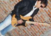 Toco la guitarra electrica criolla.[ escuchar buena musica,alimenta el alma