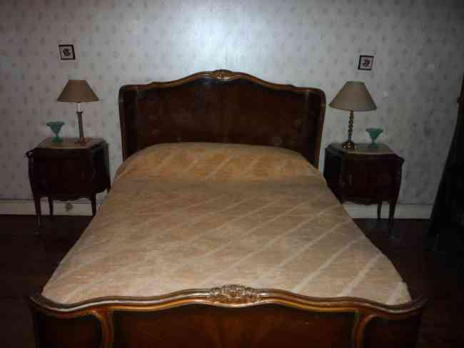 Juego de dormitorio luis xv cama comoda mesas de luz for Cama luis xv