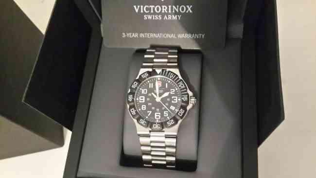 Reloj Victorinox Summit XLT negro 141344 - LINEA 2013