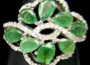 Bellisimo anillo de plata con esmeraldas naturales colombianas
