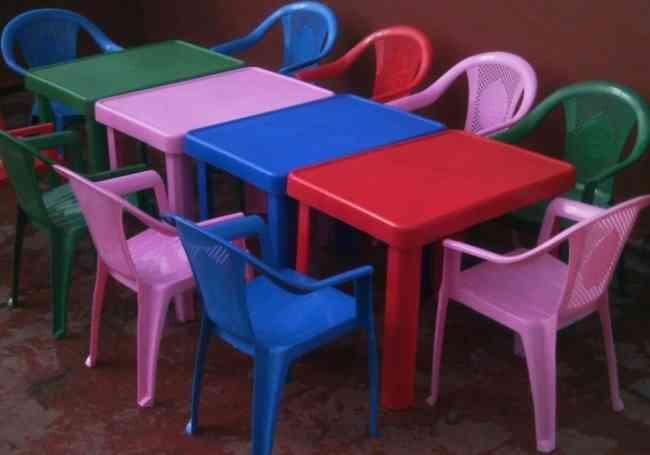 Alquiler de mesas y sillas infantiles de plastico for Mesa y silla infantil