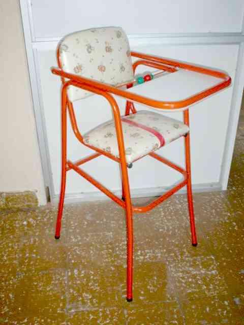 Sillas apilables mesas camas con formas de autos sillas for Coches con silla para bebe