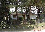 Villa gesell chalet para 5 personas con amplio parque cochera y parrilla