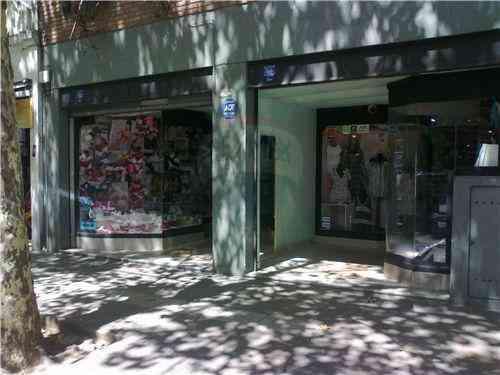 Excelente Local Comercial en Dorrego y Corrientes