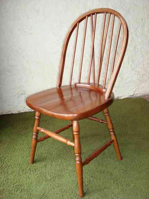 Silla Windsor en madera de Guatambù asiento macizo deprimido.